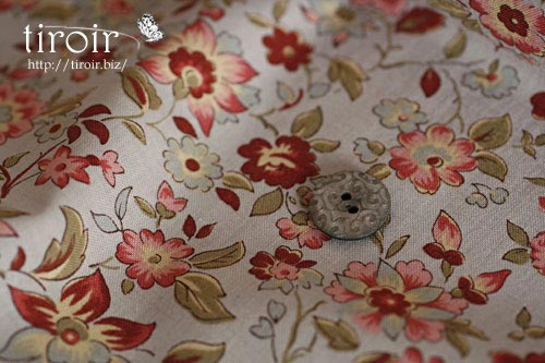フレンチジェネラルの可愛い花々が散りばめられた、moda コットン生地