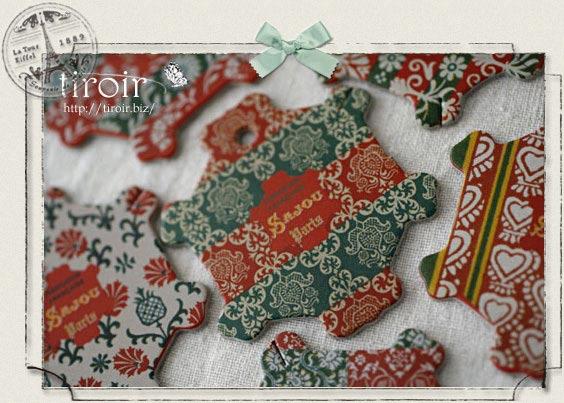 ヴィンテージの壁紙を基にデザインされた、サジュー Sajouの糸巻き