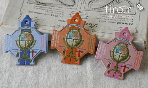 有名な糸メーカー、トゥールモンド社の地球儀がデザインされたサジュー Sajouの糸巻き