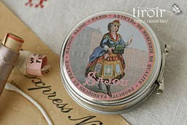 繭玉の縫い糸入りティン缶【Domfront】 サジュー Sajouの手芸用品
